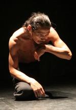nanami-kohshou-installation-corporelle-pour-une-compagnie-danse-buto_176580